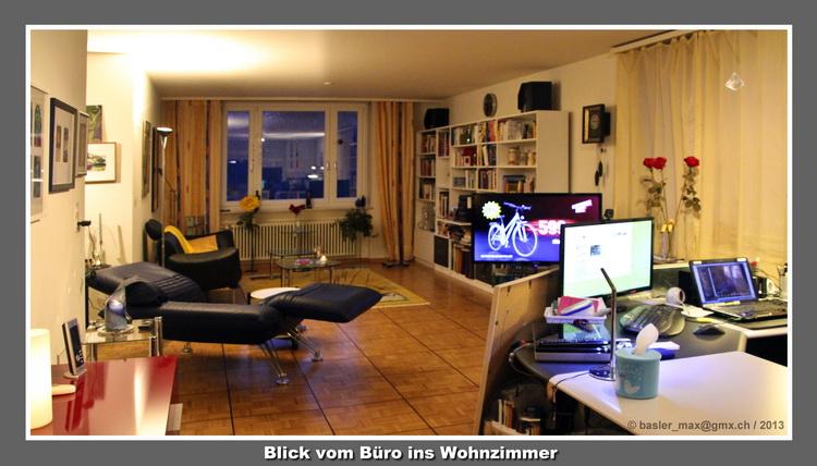 Die Blaue Lederliege Und Der Fernseher Rechts Unterteilen Wohnzimmer Bro Esszimmer