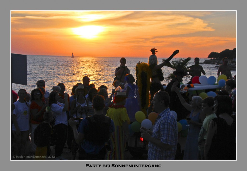 Party bei Sonnenuntergang auf dem Carneval von Solaris