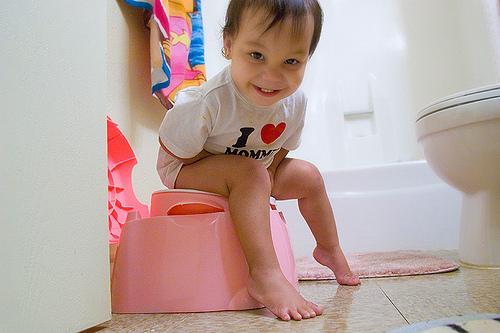 Der kleine Max auf seinem Potty