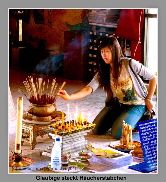 Wat Hong Thong: Räucherstäbchen