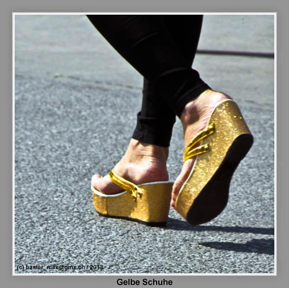 Hua-Hin: 5. Dez. Geburtstag des König Bhumibol: gelbe Schuhe