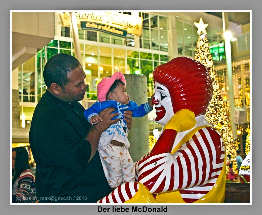 Hua-Hin Market Village Christmas Nacht: McDonald