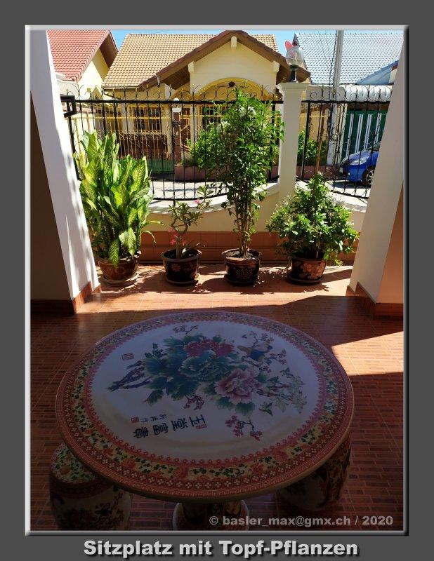 Chinesischer Tisch vor meinem Haus